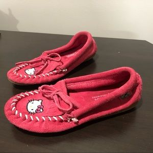 Minnetonka LE Hello Kitty pink suede moccasin
